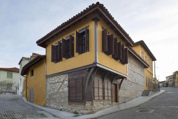 Η πρόσοψη του κτιρίου που στεγάζει το μουσείο, στο Σουφλί