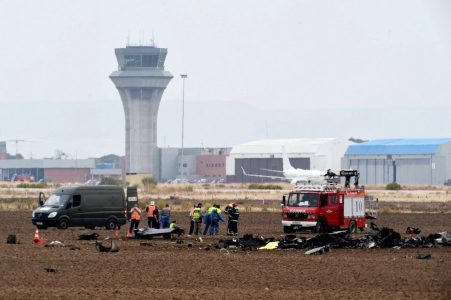 epa06270703 Members from the Emergency Services walk among the fuselage of aSpanish Airf Forces McDonnell Douglas F/A-18 Hornet as it crashed near the Air Base in Torrejon de Ardoz, Madrid, Spain, 17 October 2017. The causes of the accident, in which the pilot died  are still unclear.  EPA/FERNANDO VILLAR