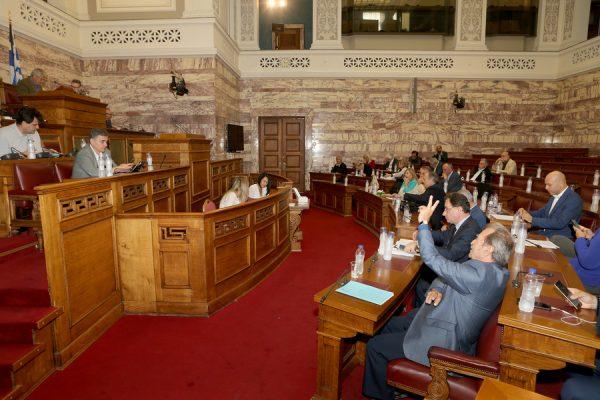 Ο υπουργός Οικονομικών Ευκλείδης Τσακαλώτος συμμετέχει σε συνεδρίαση επιτροπής της Βουλής , Παρασκευή 20 Οκτωβρίου 2017. Η διαρκής επιτροπή οικονομικών υποθέσεων της Βουλής συνεδρίασε με θέμα ημερήσιας διάταξης: Επεξεργασία και εξέταση του σχεδίου νόμου του Υπουργείου Οικονομικών «Ρυθμίσεις για την αγορά παιγνίων». ΑΠΕ-ΜΠΕ/ΑΠΕ-ΜΠΕ/Παντελής Σαίτας