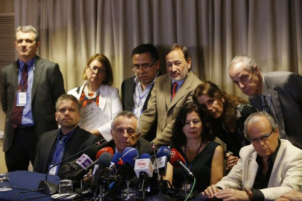 epa06279492 The international team of forensic experts in take part in a press conference in Santiago de Chile, Chile, 20 October 2017. An international team of forensic experts concluded that the Chilean poet Pablo Neruda, who died 23 September 1973, did not pass away of prostate cancer. EPA/ELVIS GONZALEZ
