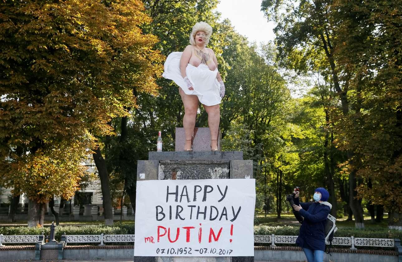 2017-10-07T104703Z_1477142930_RC14AB7A3620_RTRMADP_3_UKRAINE-PROTEST-PUTIN