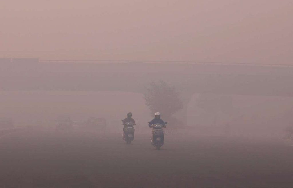 2017-10-09T092430Z_405857062_RC11A5FA12A0_RTRMADP_3_INDIA-POLLUTION