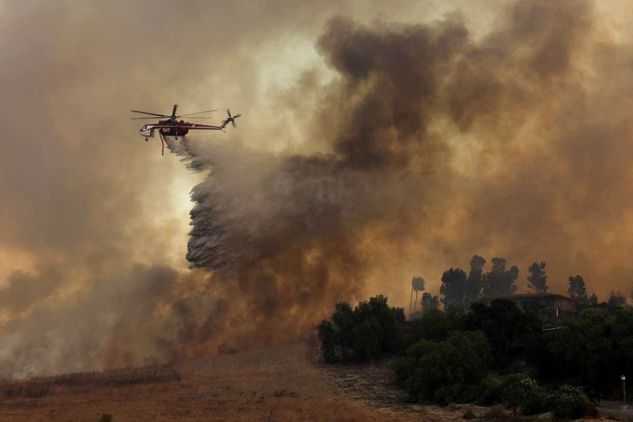 Σύμφωνα με την πυροσβεστική υπηρεσία της Καλιφόρνιας, σχεδόν 300.000 στρέμματα έχουν μετατραπεί σε αποκαΐδια από το βράδυ της Κυριακής στο βόρειο τμήμα της Πολιτείας