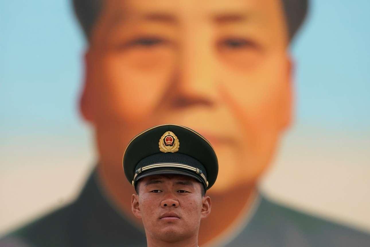 Από τη μορφή του Μάο είναι δύσκολο να ξεφύγει κανένας στην Κίνα - πάντως όχι στο ΚΚΚ