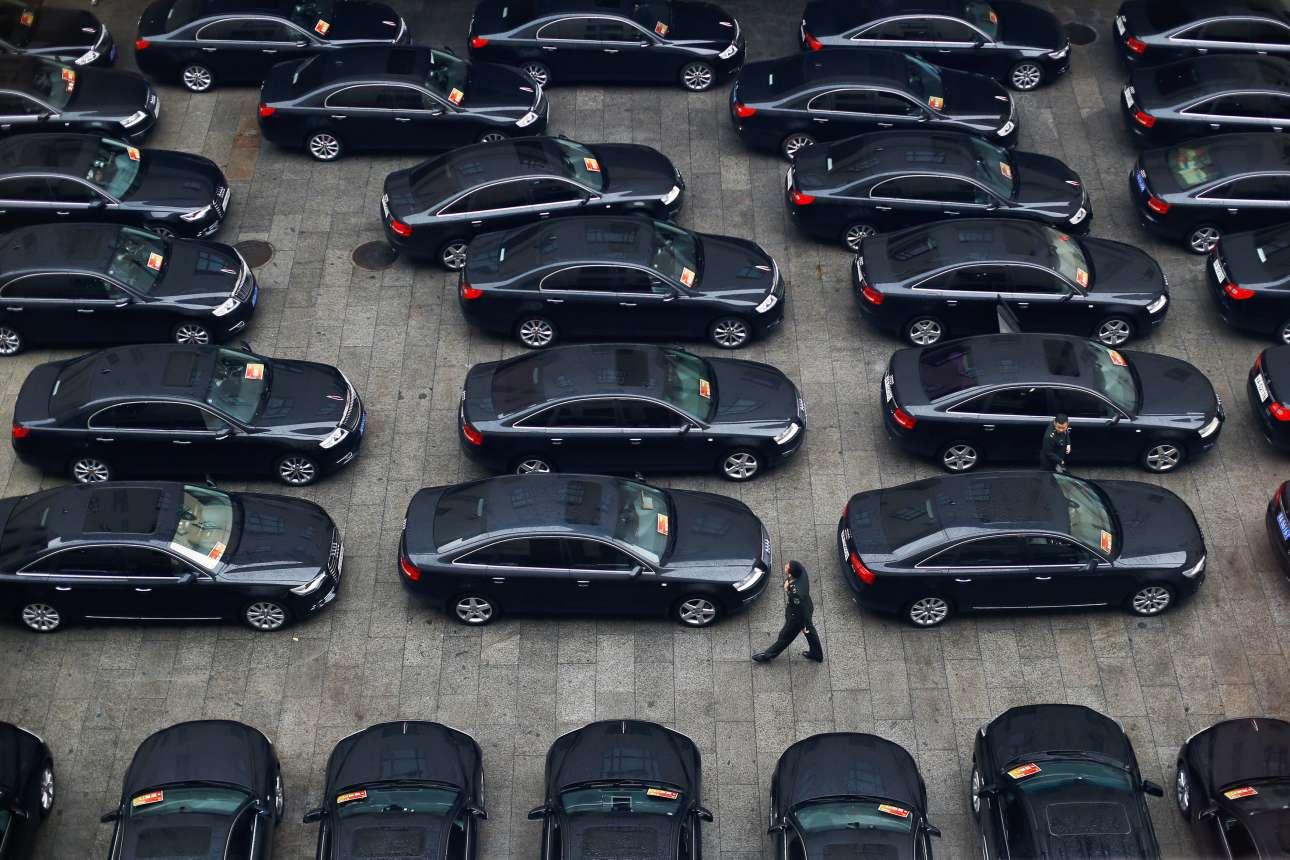 Μια εικόνα που δεν θυμίζει σοσιαλισμό πίσω από την όψη του συνεδρίου – αλλά αυτή είναι η Κίνα