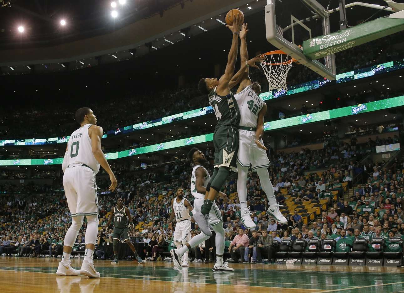 2017-10-19T020303Z_1216444785_NOCID_RTRMADP_3_NBA-MILWAUKEE-BUCKS-AT-BOSTON-CELTICS