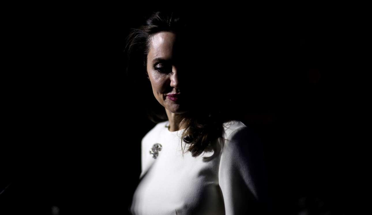 Παρασκευή, 20 Οκτωβρίου, Λος Αντζελες. Η Αντζελίνα Τζολί στην πρεμιέρα του φιλμ «The Breadwinner». H ταινία κόμικ είναι μια δική της παραγωγή