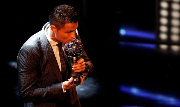2017-10-23T203335Z_1083250843_RC16CE4134A0_RTRMADP_3_SOCCER-FIFA-AWARDS