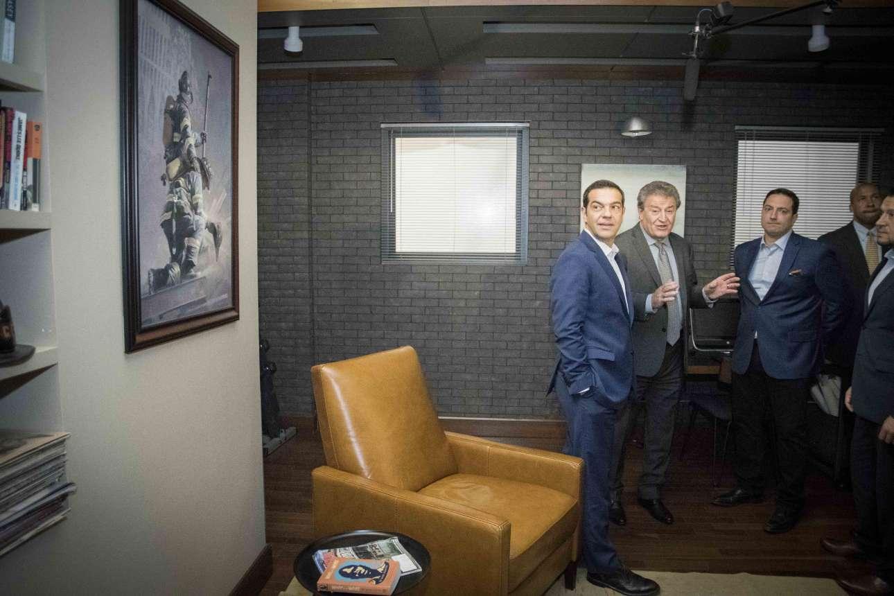 Ο Αλ. Τσίπρας ξεναγείται στα  Cinespace Studios. Δίπλα του ο πρόεδρος της κινηματογραφικής εταιρείας Αλεξ Πίσιος