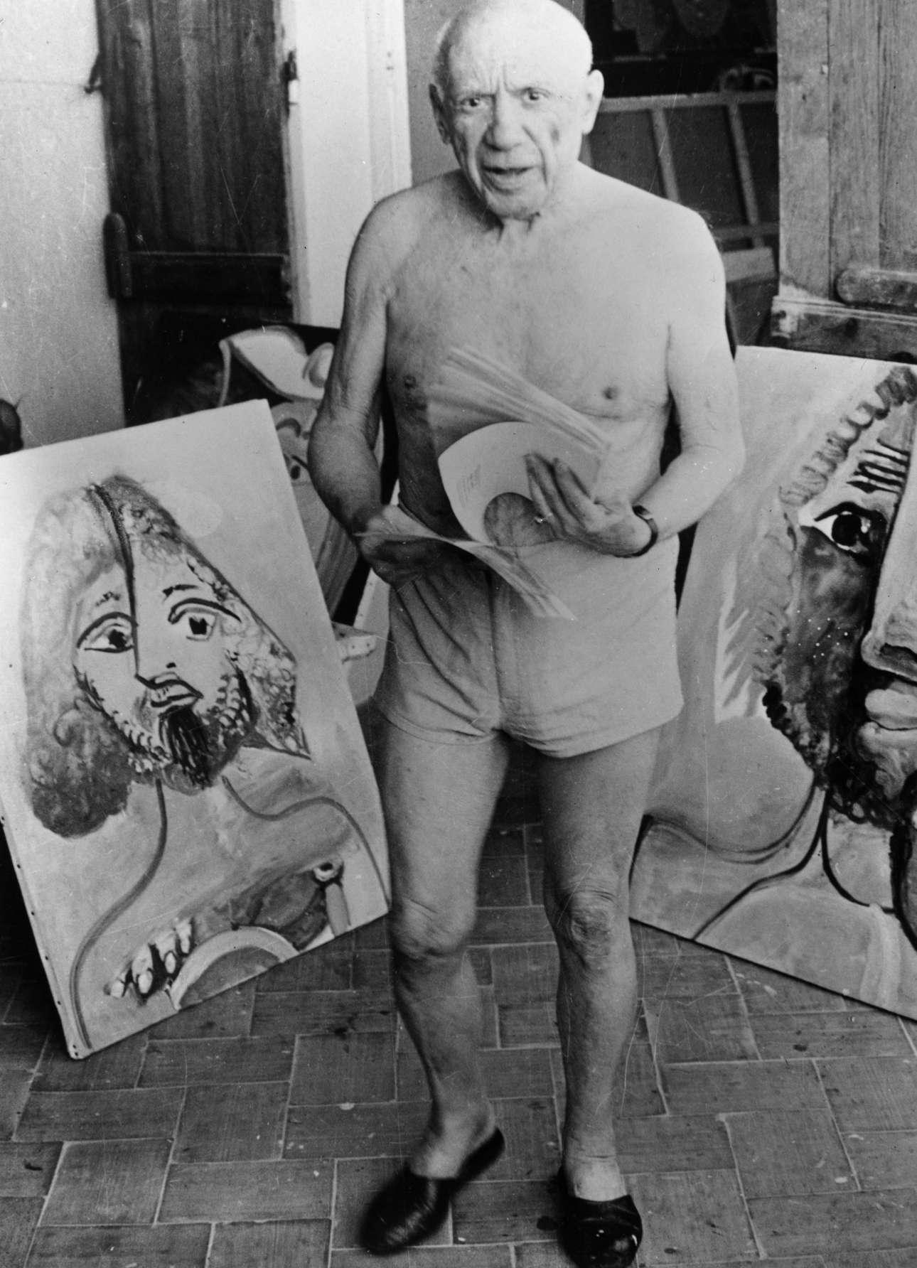 Φεβρουάριος 1973, λίγες εβδομάδες προτού πεθάνει. Στο ατελιέ του παρέα με πίνακες, στη Μουζέν Κοτ ντ Αζούρ, στη γαλλική Ριβιέρα.