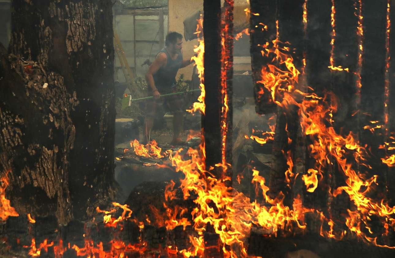 Ενας άνδρας δίνει μάχη με τις φλόγες μέσα σε μια αγροικία στην περιοχή Γκλεν Ελεν