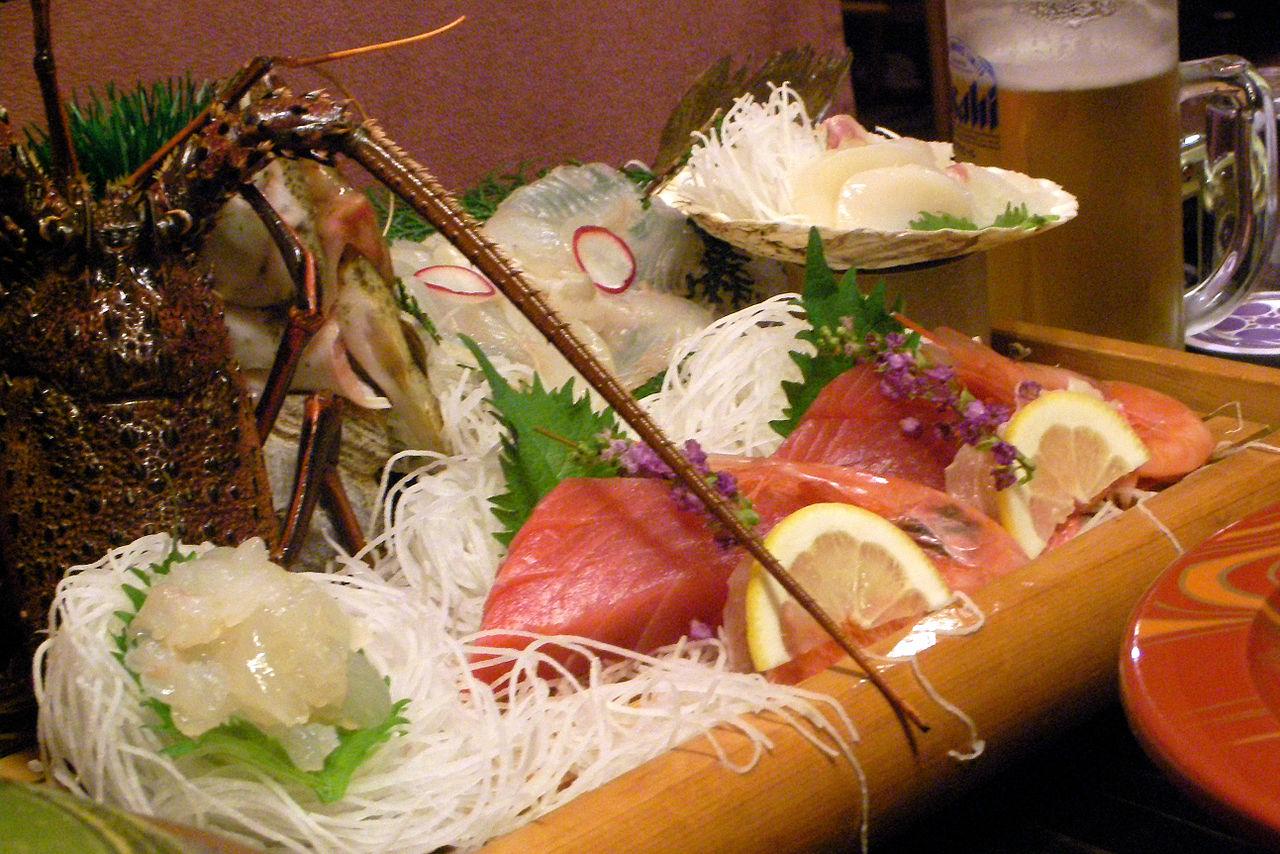 Sashimi_dinner_hiroshi ataka-WIKIMEDIA-commons