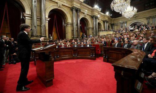 Ο Κάρλες Πουτζδεμόν στην ομιλία του στη τοπική βουλή της Καυαλονίας, στη Βαρκελώνη Σημεία των Καιρών Μας – Πώς γεννήθηκε το σύμβολο της ειρήνης;Σημεία των Καιρών Μας – Πώς γεννήθηκε το σύμβολο της ειρήνης φωτό:  REUTERS/ Albert Gea)