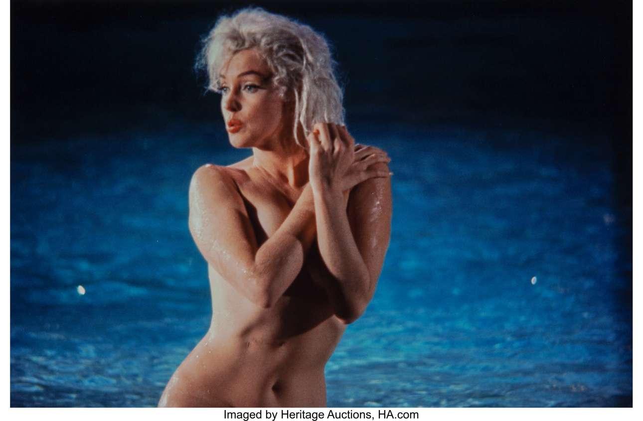 «Η Μονρόε ήξερε πώς να χρησιμοποιεί την εμφάνιση και τη σεξουαλικότητά της για να προκαλέσει συζητήσεις γύρω από το όνομα της» γράφει ο Σίλερ στο βιβλίο του «Η Μέριλιν και εγώ: Οι αναμνήσεις ενός φωτογράφου»