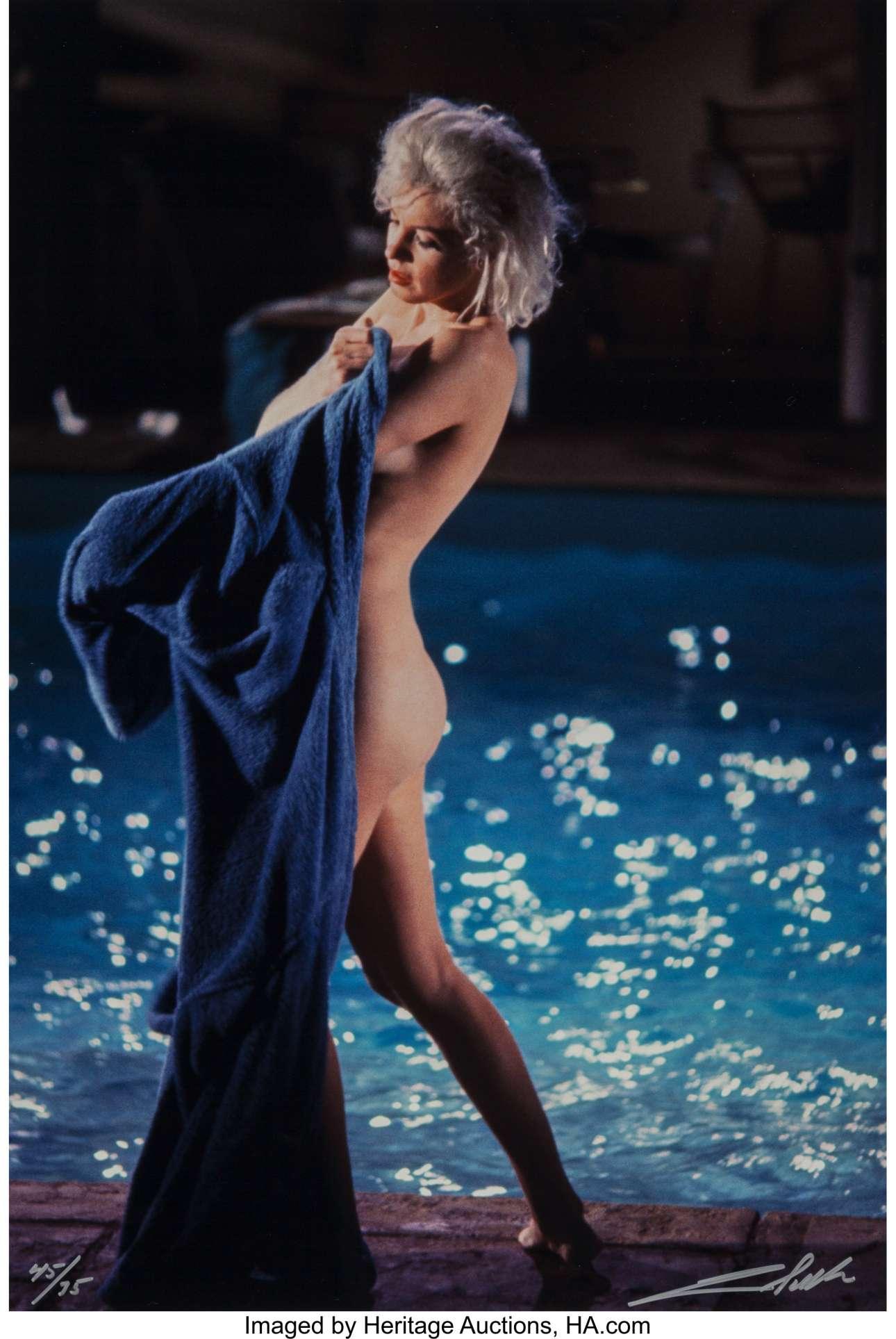 Το 1962, η  Μονρόε επέτρεψε στον νεαρό Σίλερ να την φωτογραφίσει γυμνή, κάτι που δεν είχε κάνει τα τελευταία δέκα χρόνια