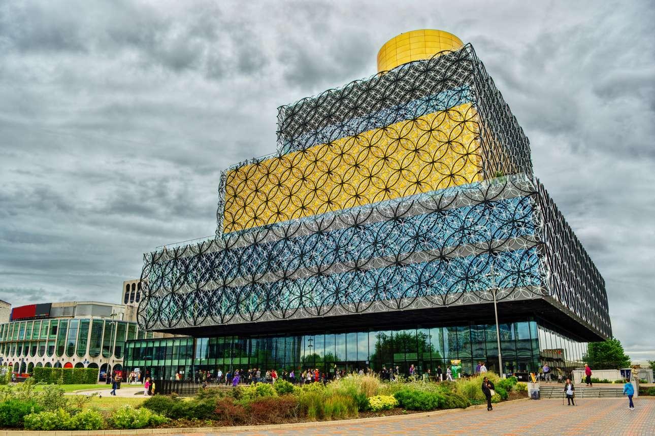 Βιβλιοθήκη του Μπέρμιγχαμ (Library of Birmingham), Ηνωμένο Βασίλειο. Οταν το δημοτικό συμβούλιο του Μπέρμιγχαμ αποφάσισε να κατασκευάσει μια νέα βιβλιοθήκη, πολλοί πίστευαν ότι είναι μια τρέλα. Η δεύτερη πόλη της Βρετανίας είχε ήδη μια τεράστια βιβλιοθήκη, με περισσότερους από 1 εκατ. επισκέπτες το χρόνο. Το 2013 γκρεμίστηκε για να δώσει τη θέση του στη νέα 10ώροφη κατασκευή που γρήγορα έγινε δημοφιλές σημείο συνάντησης, με εκπληκτική θέα σε όλη την πόλη