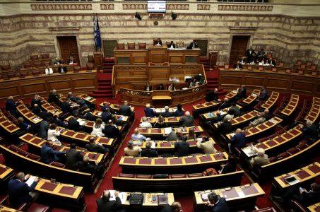 Γενική άποψη από την Ολομέλεια της Βουλής στη συζήτηση επί της προτάσεως που κατέθεσαν ο αρχηγός της Αξιωματικής Αντιπολίτευσης και πρόεδρος της ΝΔ Κυριάκος Μητσοτάκης και οι βουλευτές του κόμματός του, για σύσταση Εξεταστικής Επιτροπής, σχετικά με τη διερεύνηση της εμπλοκής του Υπουργού Εθνικής Άμυνας Πάνου Καμμένου και άλλων στελεχών και λειτουργών σε εκκρεμή δικαστική υπόθεση, τη Δευτέρα 25 Σεπτεμβρίου 2017. ΑΠΕ-ΜΠΕ/ΑΠΕ-ΜΠΕ/ΣΥΜΕΛΑ ΠΑΝΤΖΑΡΤΖΗ