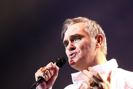 epa05021222 British singer Morrissey performs during a concert part of his 'Lightning Tour' at the Movistar Arena in Santiago de Chile, Chile, 11 November 2015.  EPA/SEBASTIAN SILVA