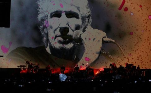 epa05566001 British musician Roger Waters (2-R) performs on stage during his concert at The Zocalo in Mexico City Mexico, 01 October 2016.  EPA/MARIO GUZMAN
