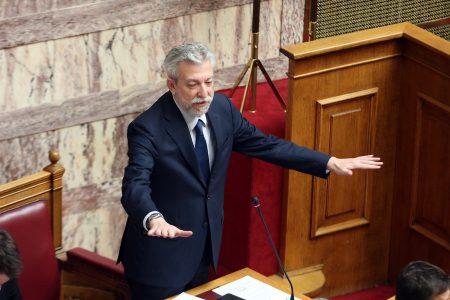 """Ο υπουργός Δικαιοσύνης Σταύρος Κοντονής μιλά σχετικά με το καθεστώς των αδειών φυλακισμένων και τις διατάξεις που το διέπει, την Πέμπτη 9 Νοεμβρίου 2017. . Μόνη συζήτηση και ψήφιση επί της αρχής, των άρθρων και του συνόλου του σχεδίου νόμου του Υπουργείου Υγείας «Εναρμόνιση του ελληνικού δικαίου με την Ευρωπαϊκή Οδηγία 2003/88/ΕΚ του Ευρωπαϊκού Κοινοβουλίου και του Συμβουλίου της 4ης Νοεμβρίου 2003 """"σχετικά με ορισμένα στοιχεία της οργάνωσης του χρόνου εργασίας"""" ως προς την οργάνωση του χρόνου εργασίας των ιατρών και οδοντιάτρων του Ε.Σ.Υ. – Ρυθμίσεις θεμάτων ιατρών Ε.Σ.Υ. και άλλες διατάξεις». ΑΠΕ-ΜΠΕ/ΑΠΕ-ΜΠΕ/Αλέξανδρος Μπελτές"""