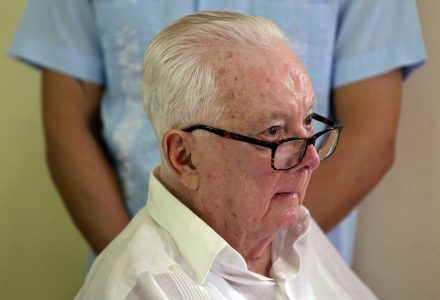 epa06353264 (FILE) - A picture dated 13 November 2017 shows Cuban intellectual and politician Armando Hart Davalos, one of the most prominent figures of the Cuban revolution, who died on 26 November 2017 at the age of 87 in Havana, Cuba, due to respiratory failure.  EPA/ALEJANDRO ERNESTO