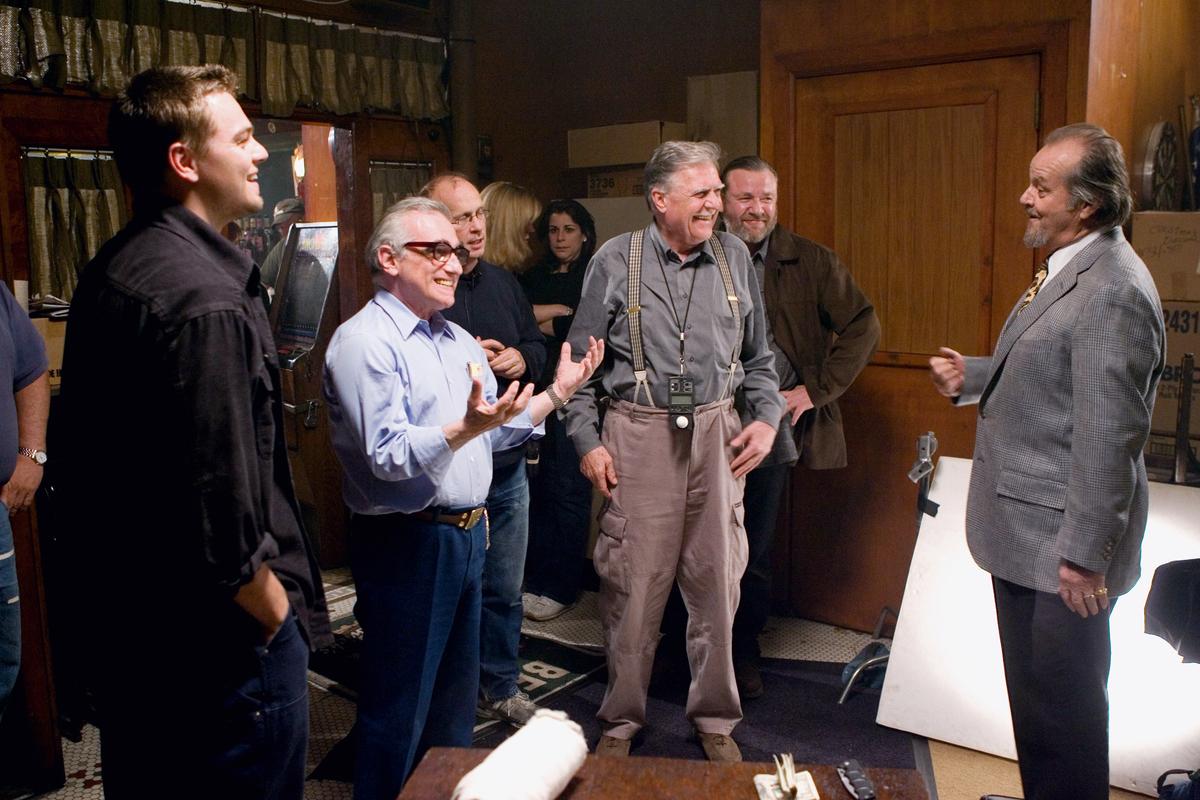 Εξηγώντας στον Τζακ Νίκολσον! Στα γυρίσματα του «Πληροφοριοδότη» (2006) -για το οποίο τελικά βραβεύτηκε με Οσκαρ- ο Σκορσέζε μιλάει στον Νίκολσον υπό το βλέμμα του Ντι Κάπριο (αριστερά)