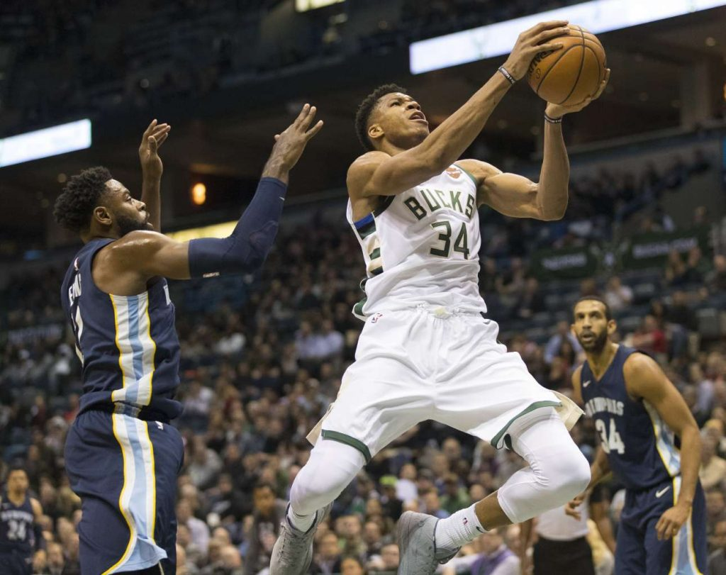 2017-11-14T021931Z_386587608_NOCID_RTRMADP_3_NBA-MEMPHIS-GRIZZLIES-AT-MILWAUKEE-BUCKS
