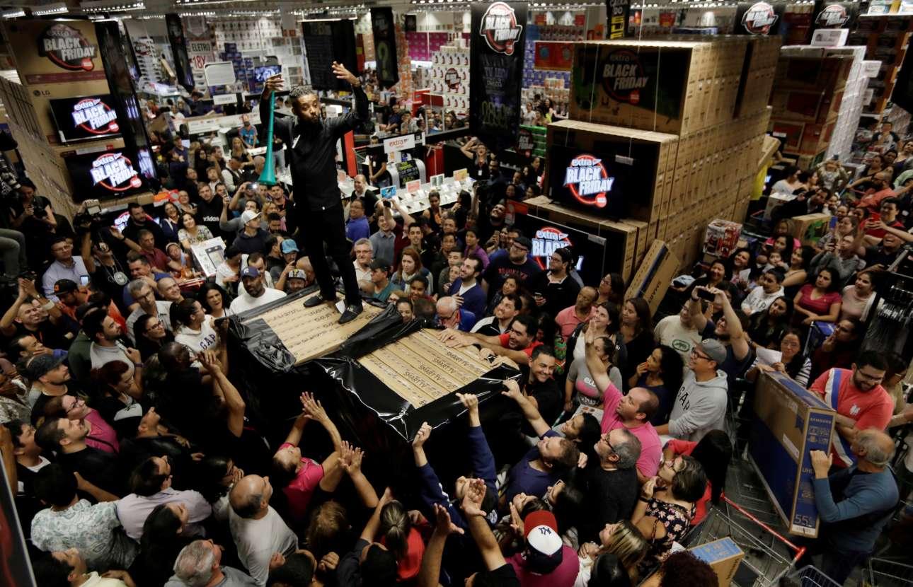«Τρέλα» για μια φθηνή τηλεόραση στο Σάο Πάολο της Βραζιλίας