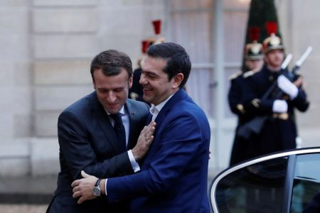 2017-11-24T082217Z_370673158_RC1A60BC30B0_RTRMADP_3_FRANCE-GREECE-TSIPRAS-MACRON