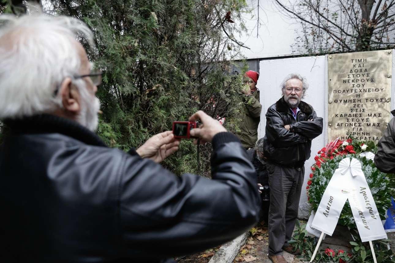 Μια φωτογραφία με το στεφάνι στις εκδηλώσεις στη Θεσσαλονίκη