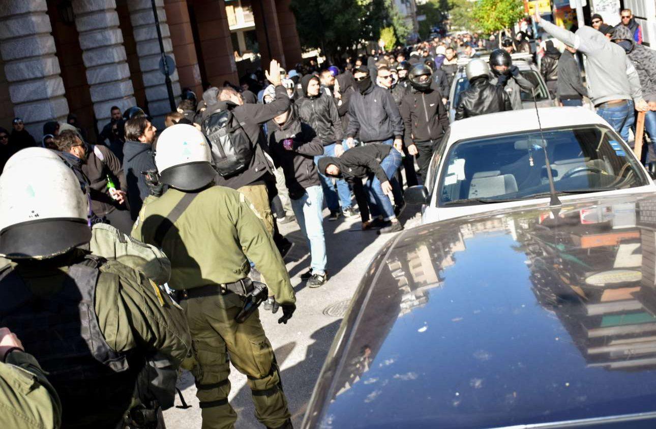 Οι οπαδοί του ΠΑΟΚ μπροστά στους αστυνομικούς INTIMEnews/ ΚΑΡΑΜΠΕΤΣΟΣ ΦΩΤΗΣ