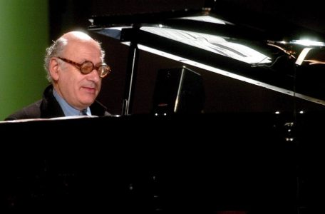 MICHAEL NYMAN PERFORMS