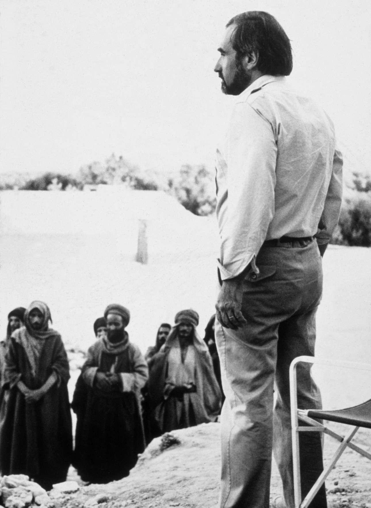 Στα γυρίσματα του φιλμ «Ο Τελευταίος Πειρασμός», για το οποίο προτάθηκε για Οσκαρ σκηνοθεσίας. Βασισμένο στο βιβλίο του Νίκου Καζαντζάκη, δεν μπόρεσε να προβληθεί στην Ελλάδα λόγω της αντίδρασης παραθρησκευτικών οργανωσεων