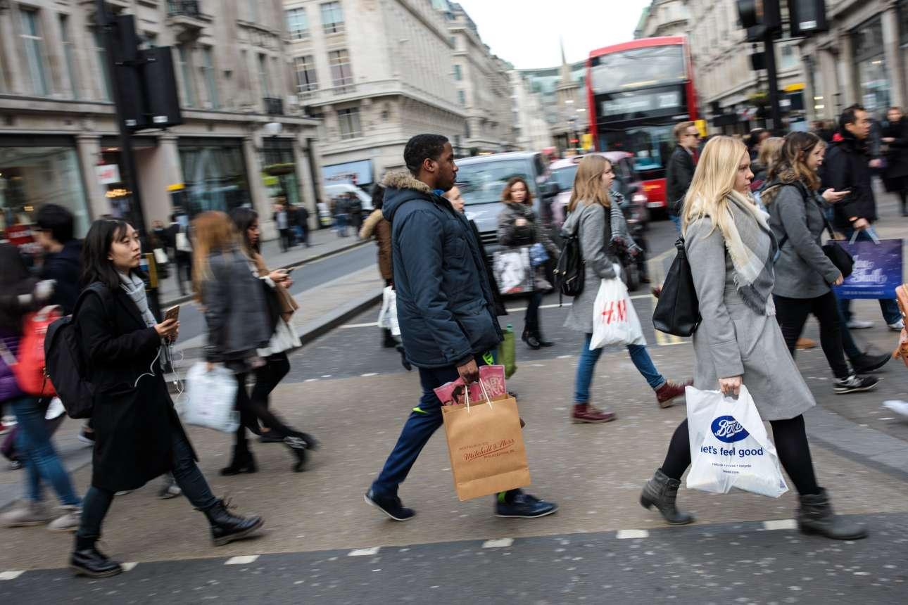 Ψώνια στην κεντρική Οξφορντ Στριτ στο Λονδίνο