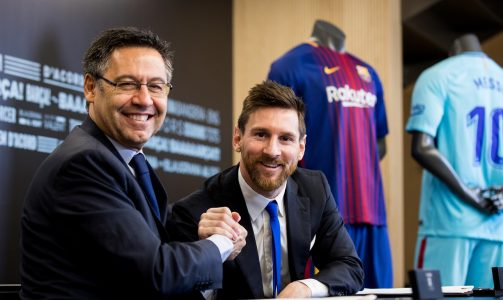 Barcelona's Argentine superstar Lionel Messi poses with FC Barcelona president Josep Maria Bartomeu during the signing of his new contract in Barcelona, Spain, November 25, 2017. German Parga/FC Barcelona/Handout via REUTERS  ATTENTION EDITORS - THIS IMAGE HAS BEEN SUPPLIED BY A THIRD PARTY. NO RESALES. NO ARCHIVES