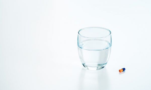 Pills_water_751806259