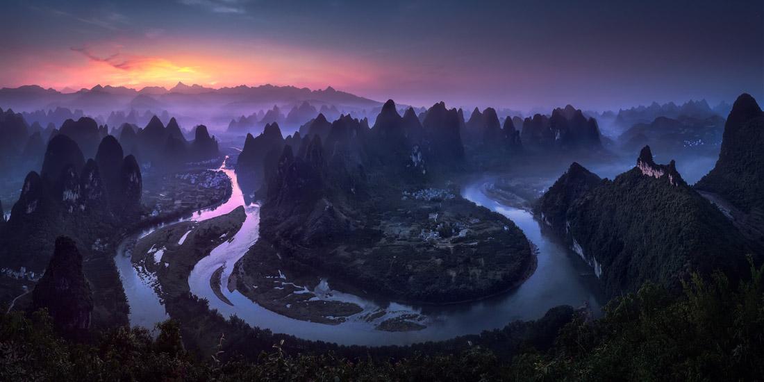 «Καλημέρα Ντέμιαν Σαν». Ο ποταμός Λι στην επαρχία Γκουανξί της Κίνας. Για να δημιουργήσει την τελική πανοραμική φωτογραφία που κέρδισε το πρώτο βραβείο, ο Τζίζους Μ. Γκαρσία ένωσε επτά διαφορετικές εικόνες