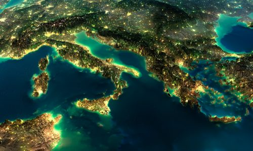 Το τεχνητό φως κάνει σύμφωνα με την νέα μελέτη την Γη να λαμπυρίζει έντονα μέσα στην νύχτα (φωτό: Shutterstock)