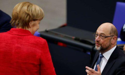 Ανγκελα Μέρκελ και Μάρτιν Σουλτς συνομιλούν την Τρίτη στην Μπούντεσταγκ (φωτό: REUTERS/Axel Schmidt)