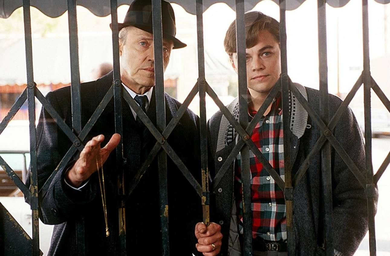 Με τον Κρίστοφερ Γουόκεν στο «Catch Me If You Can» (2002) του Στίβεν Σπίλμπεργκ