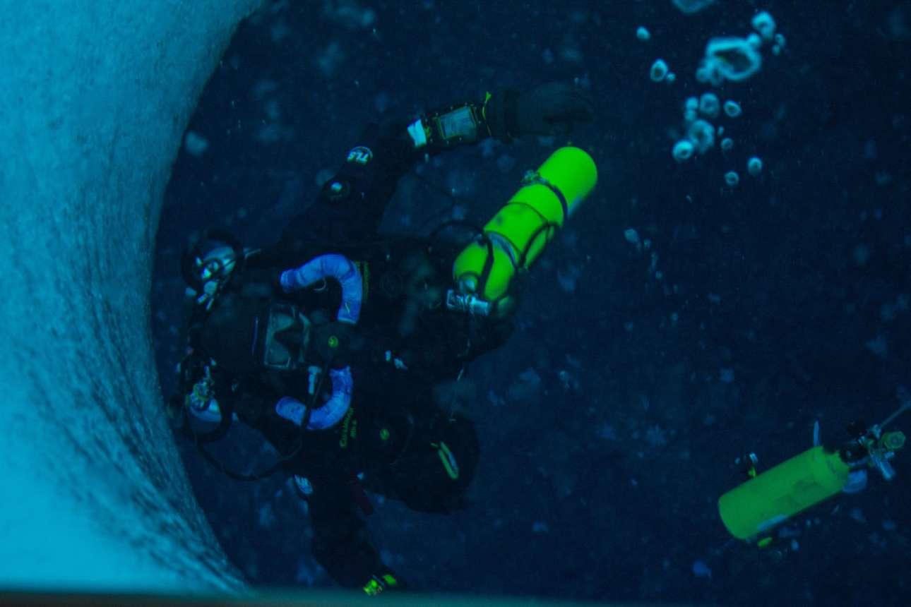 Ο δύτης Στιβ Ραπ δοκιμάζει πόσο καλά λειτουργούν διάφορα αναπνευστικά συστήματα scuba μέσα σε παγωμένα νερά