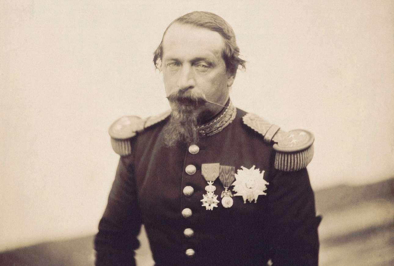 Ο Ναπολέων Γ', αυτοκράτορας της Γαλλίας, φωτογραφημένος το 1857. Ηταν ανιψιός και κληρονόμος του Ναπολέοντα Βοναπάρτη και διετέλεσε πρόεδρος της Γαλλίας από το 1848 ως το 1852 και αυτοκράτορας από το 1852 ως το 1870. Το 1870 αιχμαλωτίστηκε κατά τη διάρκεια του Γαλλοπρωσικού πολέμου και εξορίστηκε στην Αγγλία, όπου και παρέμεινε μέχρι το θάνατό του, τρία χρόνια αργότερα