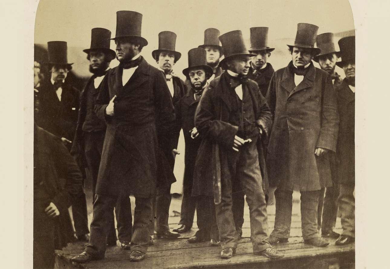 Μηχανικοί παρακολουθούν την απόπειρα καθέλκυσης του «Μεγάλου Ανατολικού» -του μεγαλύτερου ατμόπλοιου εκείνης της εποχής- στο Λονδίνο, τον Νοέμβριο του 1857