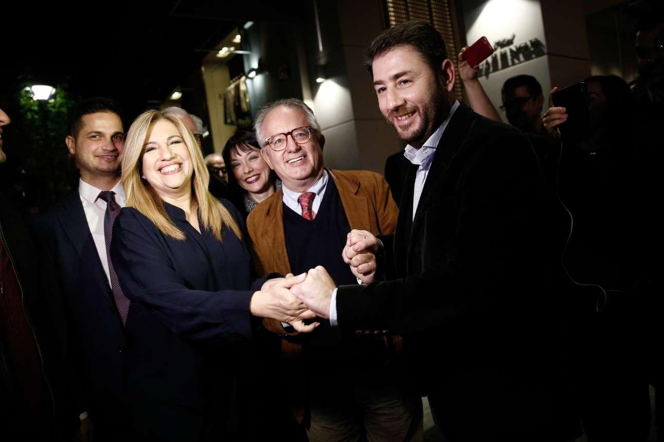 19 Νοεμβρίου. Η νικήτρια των εκλογών για την ηγεσία του νέου φορέα της Κεντροαριστεράς Φώφη Γεννηματά μαζί με τον υποψήφιο Νίκο Ανδρουλάκη και τον πρόεδρο της Ανεξάρτητης Επιτροπής διαδικασιών και Δεοντολογίας καθηγητή Νίκο Αλιβιζάτο, μετά την ανακοίνωση των αποτελεσμάτων