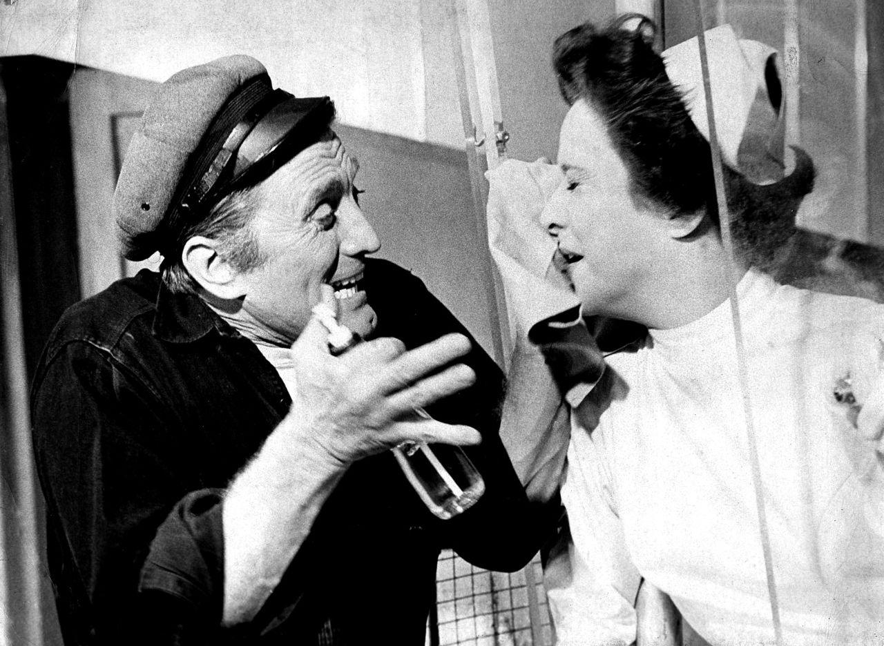 Mπρόντγουεϊ, 1963. Ο Κερκ Ντάγκλας πρωταγωνιστής στη «Φωλιά του Κούκου». Δώδεκα χρόνια μετά, ο γιος του, Μάικλ, δεν του έδωσε τον ρόλο στην κινηματογραφική μεταφορά του έργου – προτίμησε τον Τζακ Νίκολσον