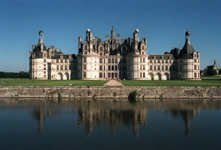 FILES) - Picture dated 08 July 1991 shows the chateau of Chambord on the Loire Valley. UNESCO added a record 61 sites to its World Heritage List 30 November 2000, including the Loire Valley of France. AFP PHOTO FRANCOIS GUILLOT
