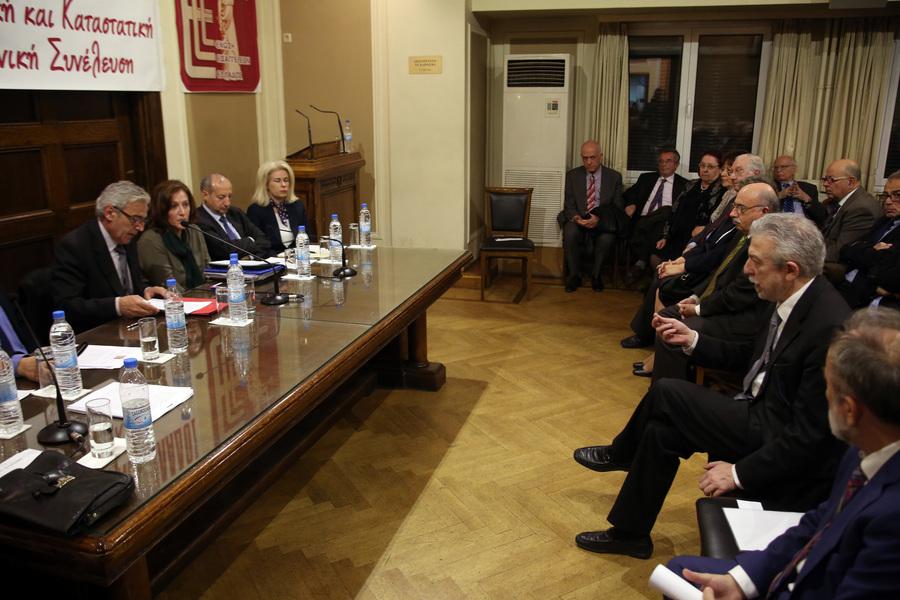 Ο υπουργός Δικαιοσύνης, Σταύρος Κοντονής (Δ), μιλά απευθυνόμενος στον πρόεδρο της Ένωσης Εισαγγελέων, Δημήτρη Ασπρογέρακα (Α), ΑΠΕ-ΜΠΕ/ Αλέξανδρος Μπελτές