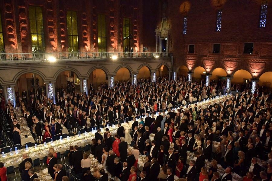 Ολα έτοιμα στη μεγάλη αίθουσα του Δημαρχείου της Στοκχόλμης για τη δεξίωση