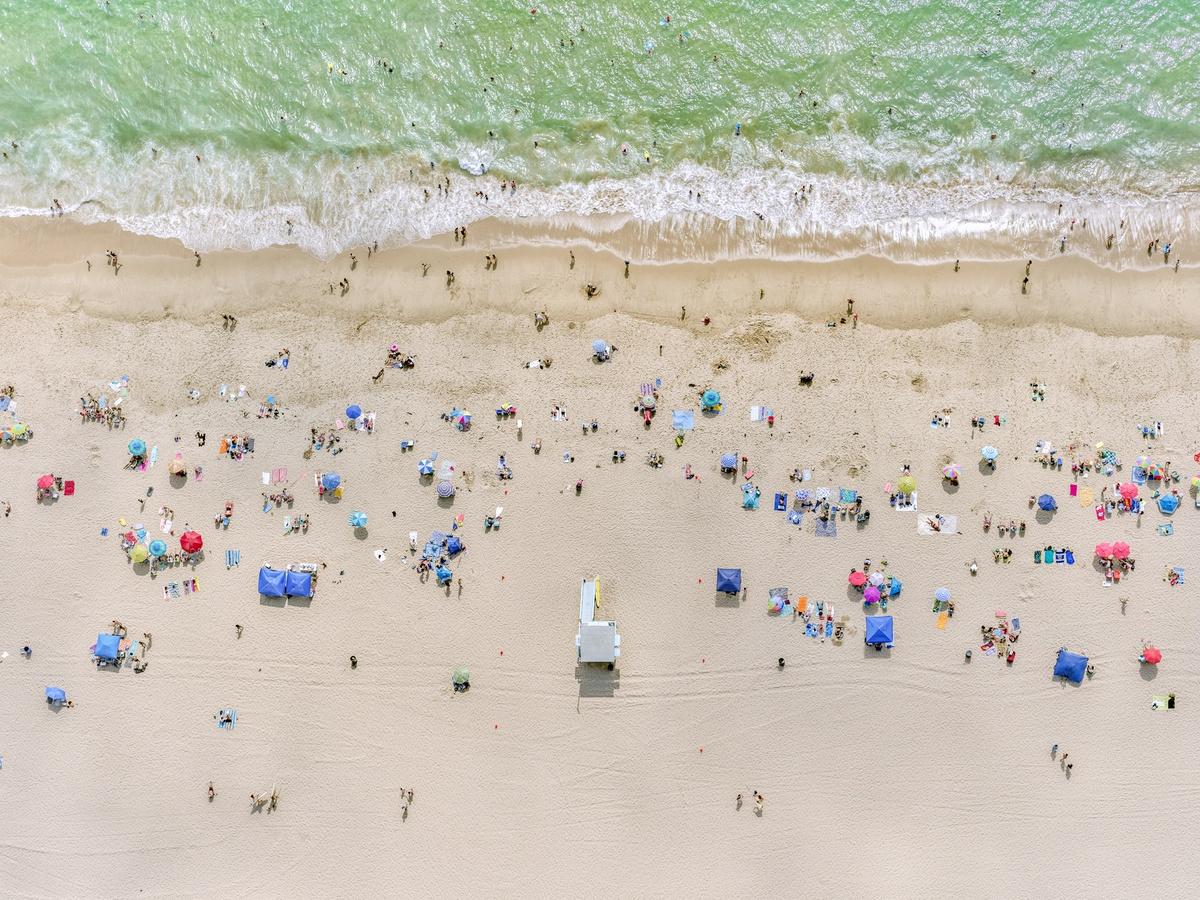 Η παραλία Σάουθ Μπιτς στο Μαϊάμι. «Εχει τόση πλάκα να πετάς με ελικόπτερο με ανοιχτή την πόρτα... είναι ονειρικό» λέει ο Μάιλστιν