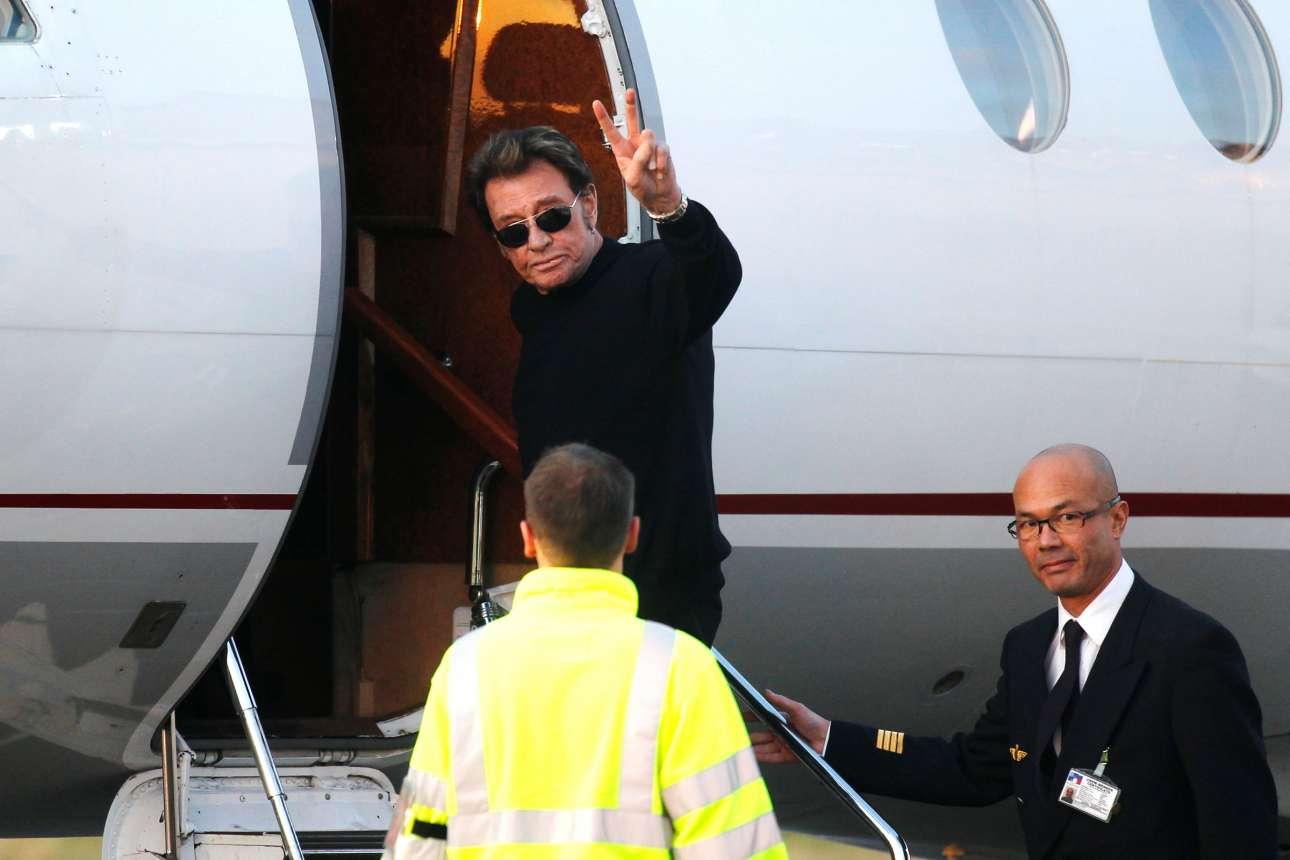 Φθινόπωρο 2011. Ο Χαλιντέι επιβιβάζεται στο αεροπλάνο, κάνοντας το σήμα της νίκης προς τους φωτογράφους και τους θαυμαστές του